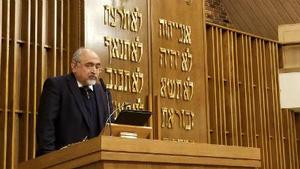 Dr. Bahar Bastani, a Shi'a Muslim, offers a prayer at Temple Emanuel