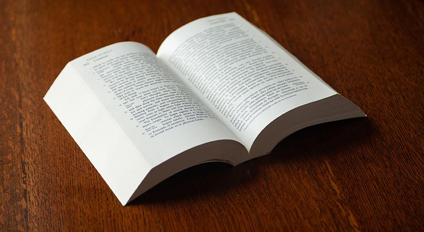 Mary Baker Eddyn teos Tiede ja terveys sekä avain Raamattuun